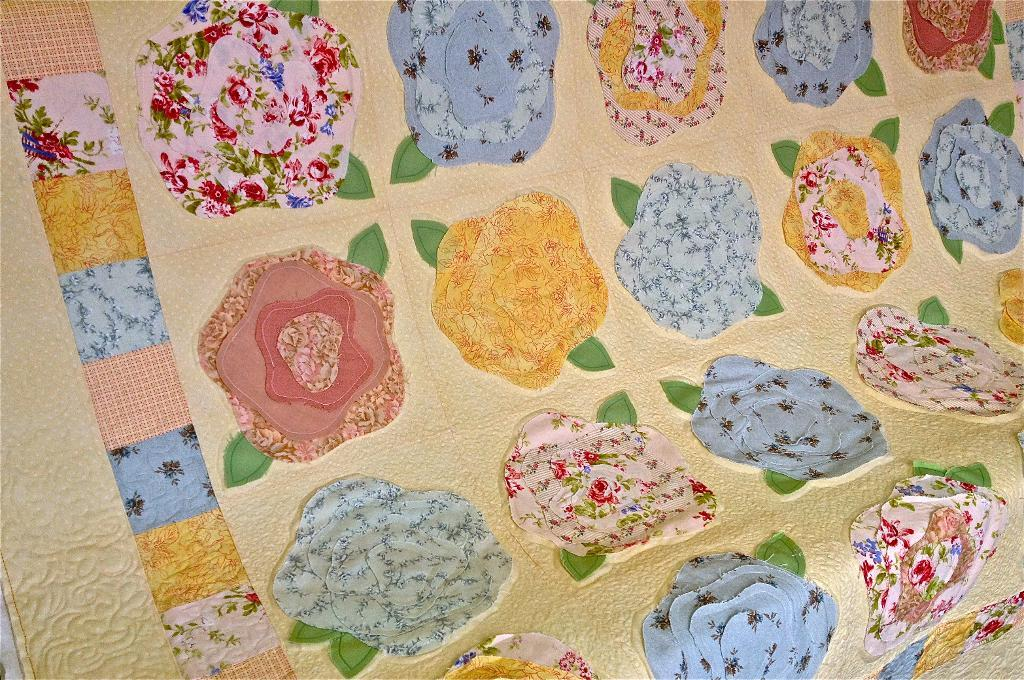 raw edge rose quilt