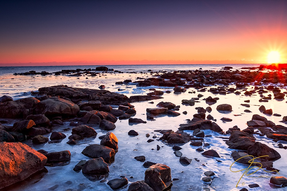 ocean landscape photo  with crooked horizon