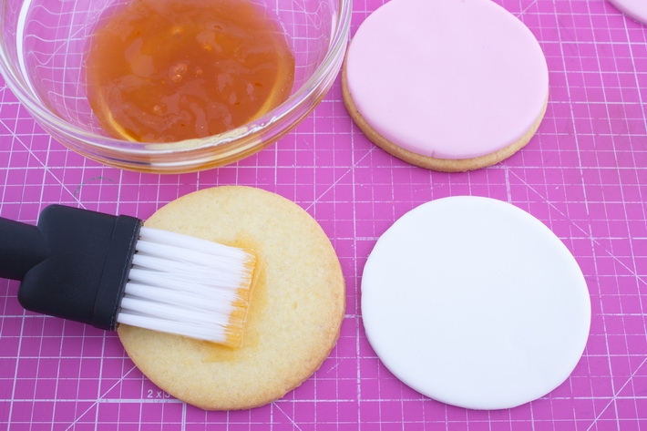 Brush cookies with apricot jam