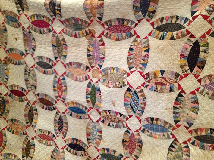 Vintage Pickle Dish-Wedding Ring Quilt
