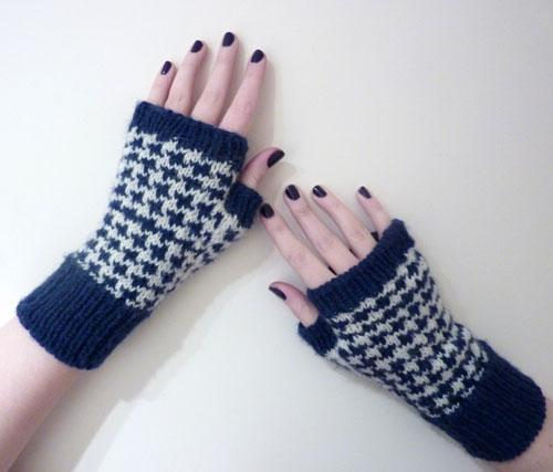 Houndstooth Handwarmers FREE Knitting Pattern