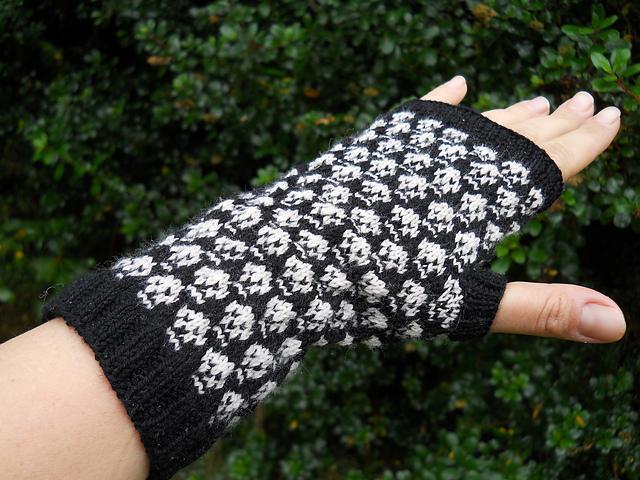 Slip Stitch Skull FIngerless Gloves Knitting Pattern