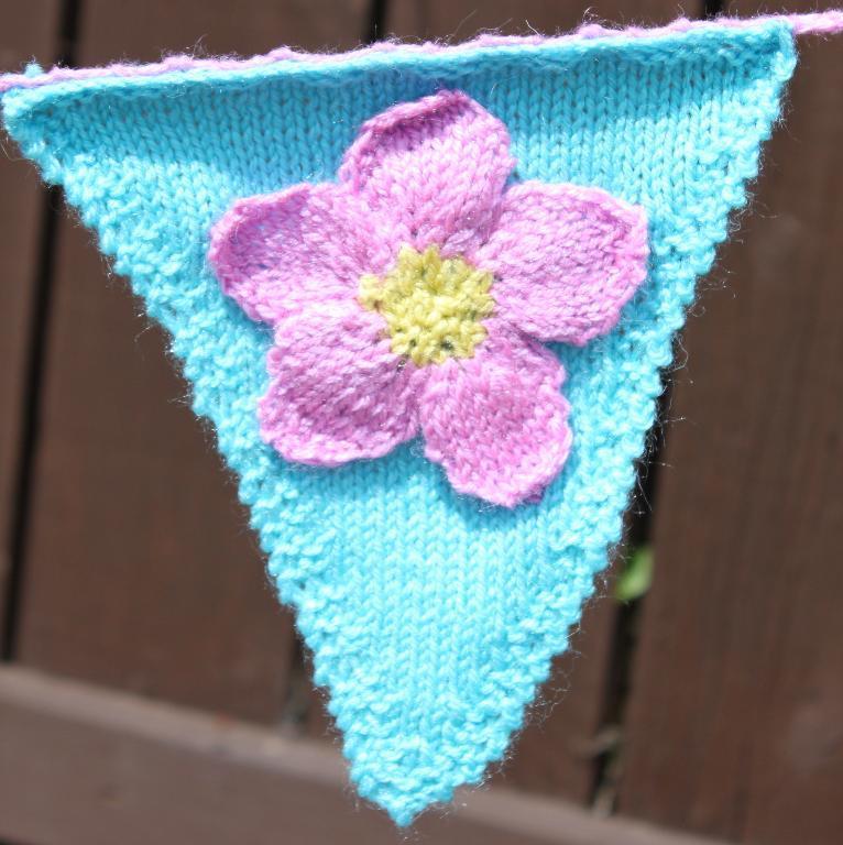 Flora Bunting Garland FREE Knitting Pattern