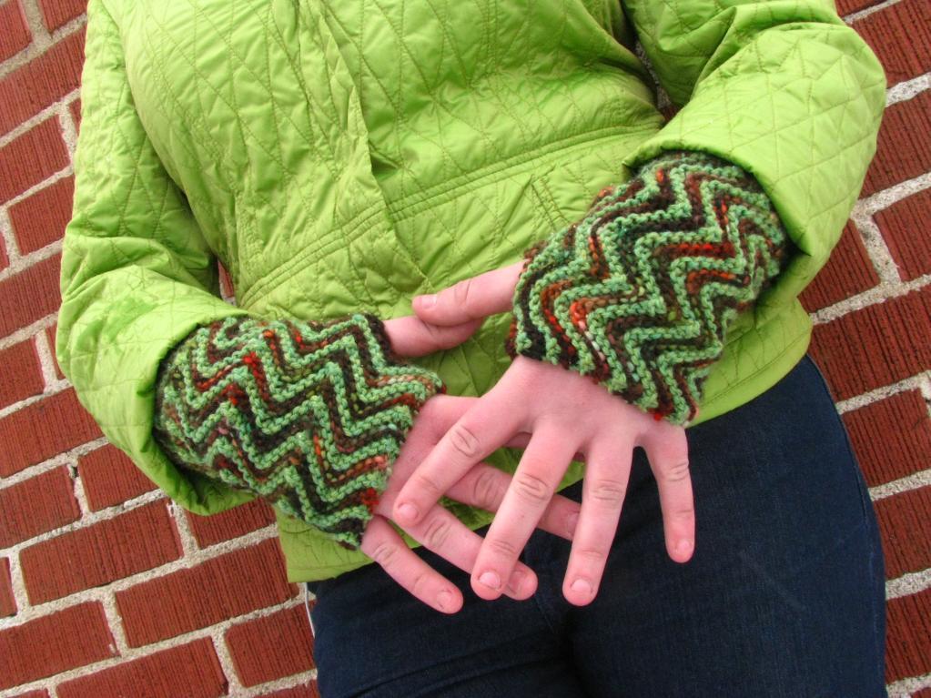 ZigZag Fingerless Gloves FREE Knitting Pattern