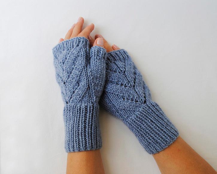 """""""Leaves"""" Fingerless Gloves FREE Knitting Pattern"""