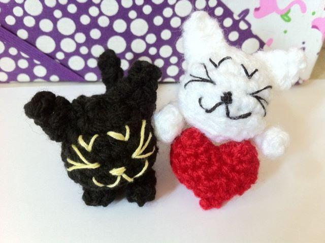 Little Sleepy Cats in Love FREE Crochet Pattern