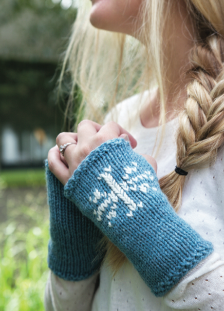 1 Hour FIngerless Snowflake Gloves FREE Knitting Pattern
