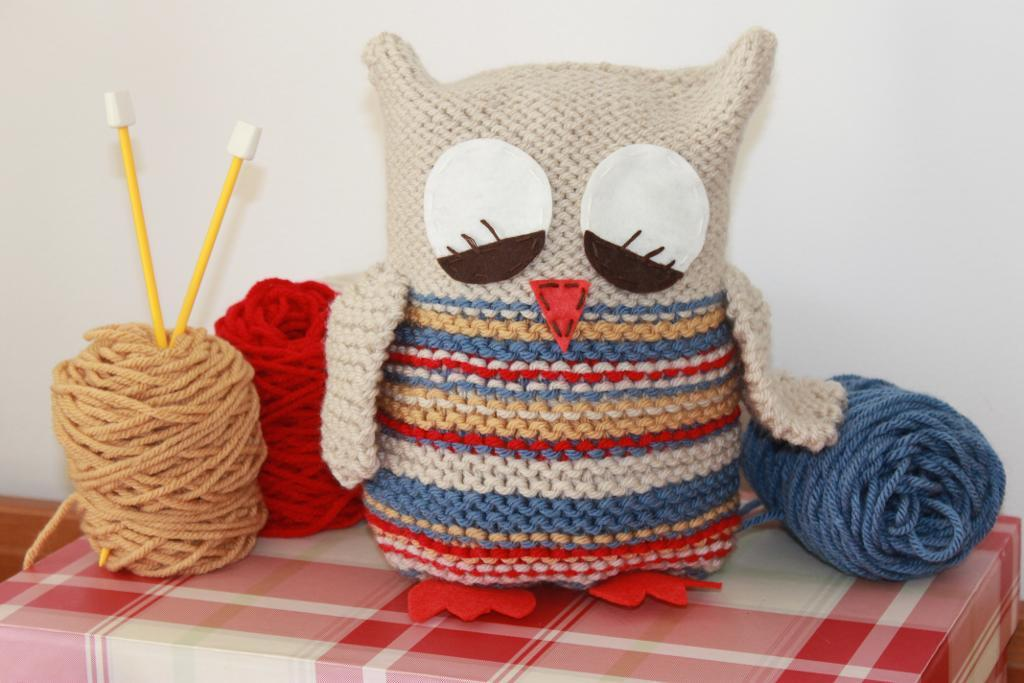 Sleepy Barn Owl Knitting Pattern