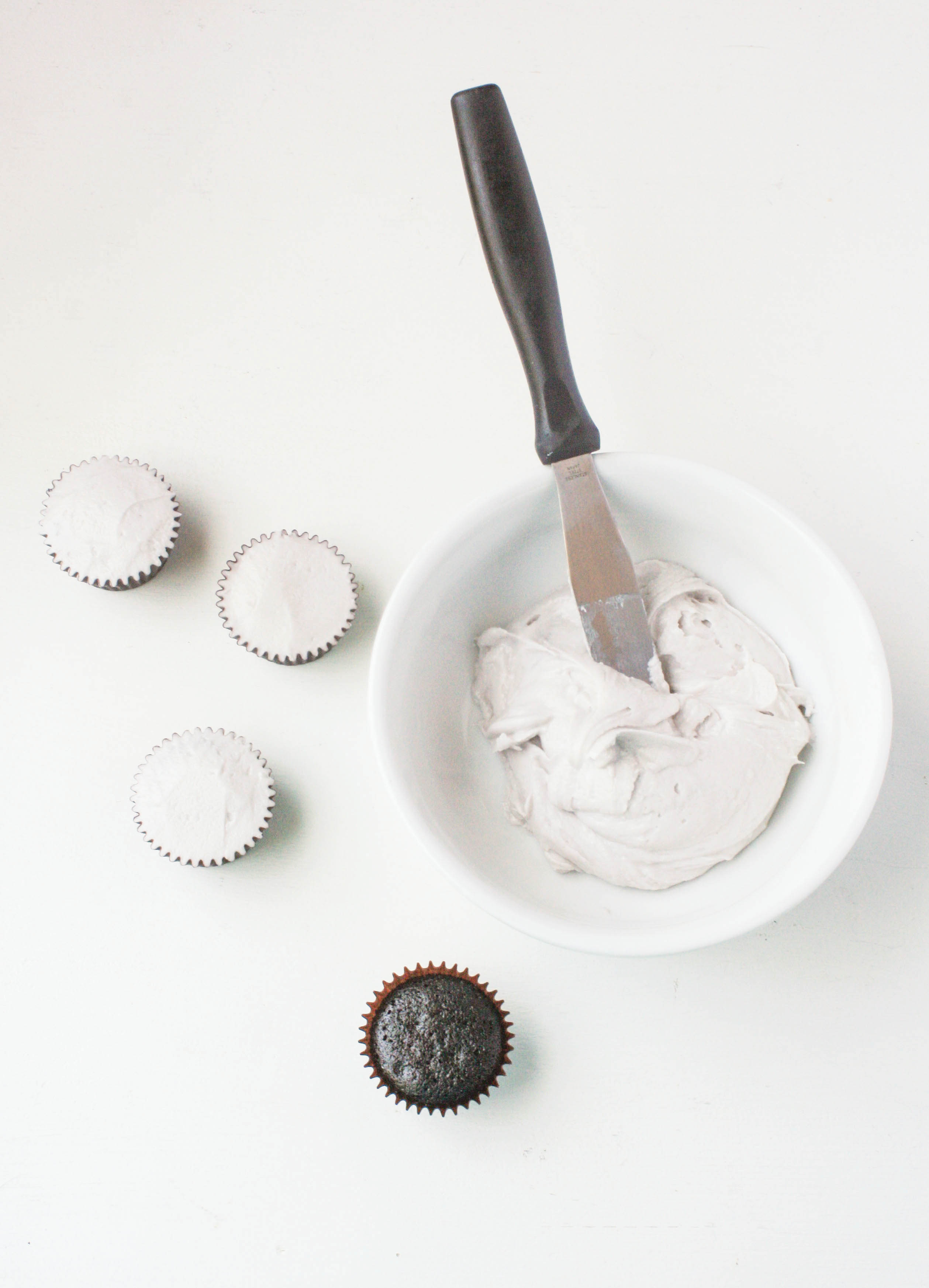 Icing the cupcakes | Erin Gardner | Bluprint