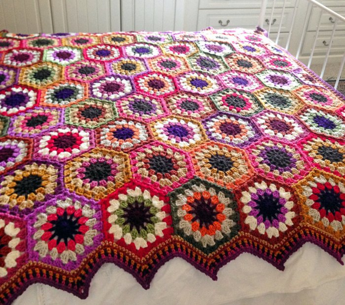 Round 3 of the flower crochet hexagon motif