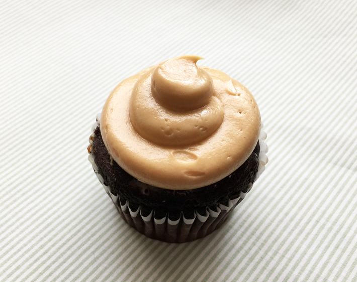 This easy peanut butter buttercream recipe is perfect for chocolate cupcakes!