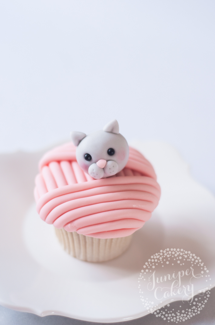 Decorate perfect cupcakes with this playful cat cupcakes tutorial