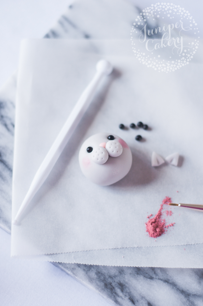 Make cat cupcakes with a cute fondant topper