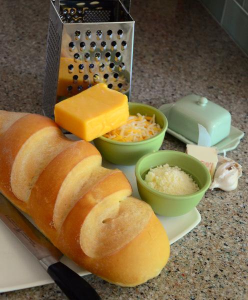 Cheesy Easy Garlic Bread Ingredients