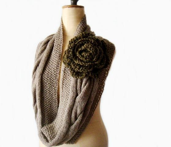 Round Rose Knitting Scarf