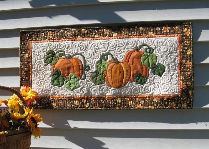 Pumpkin wall hanging quilt