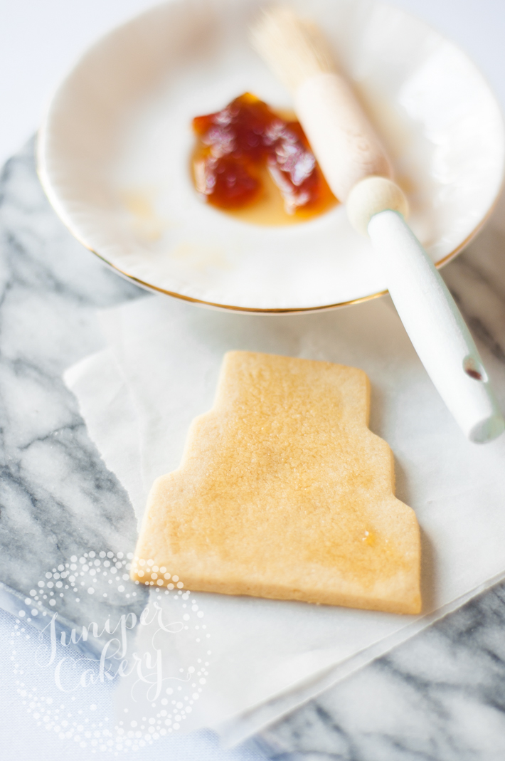Step-by-Step guide on how to decorate DIY wedding sugar cookies