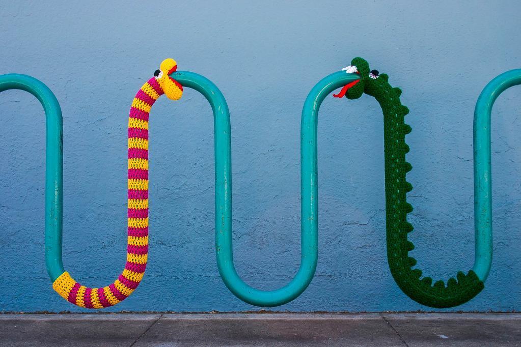 yarnbombing snakes