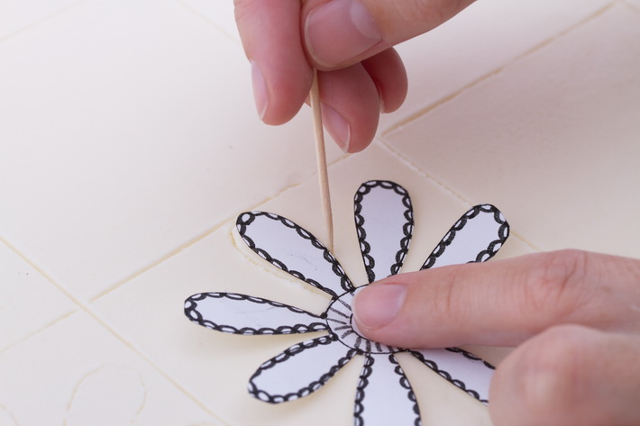 Draw template in buttercream