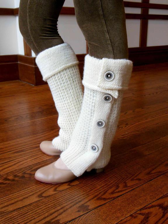 Tout Boutonne Leg Warmers Knitting Pattern