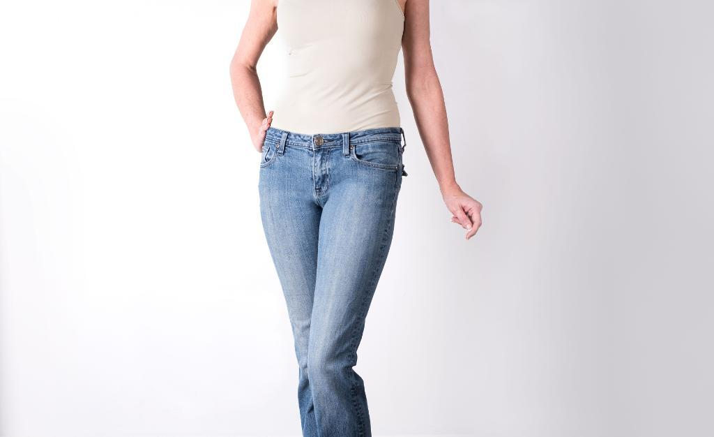 Woman wearing skinny jeans