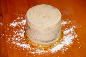 modeling-chocolate-cake-2