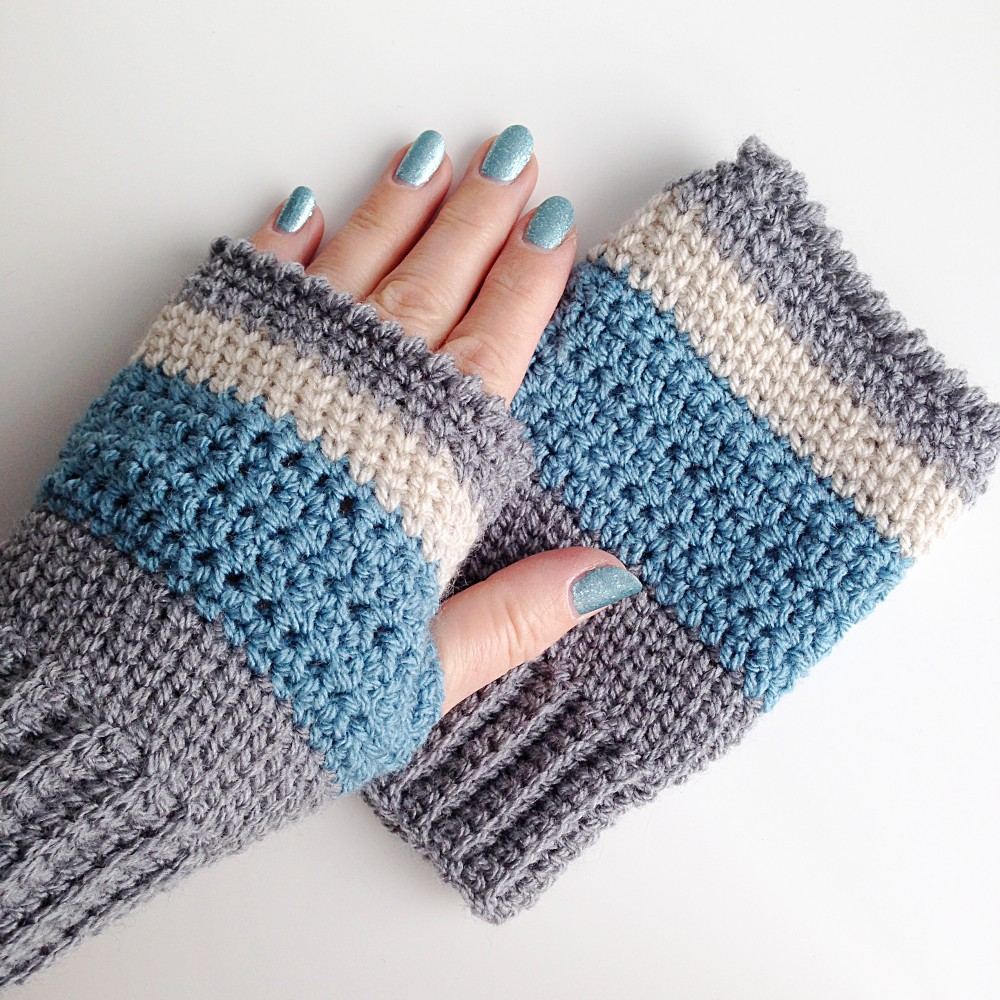 Finished fingerless mittens using extended single crochet