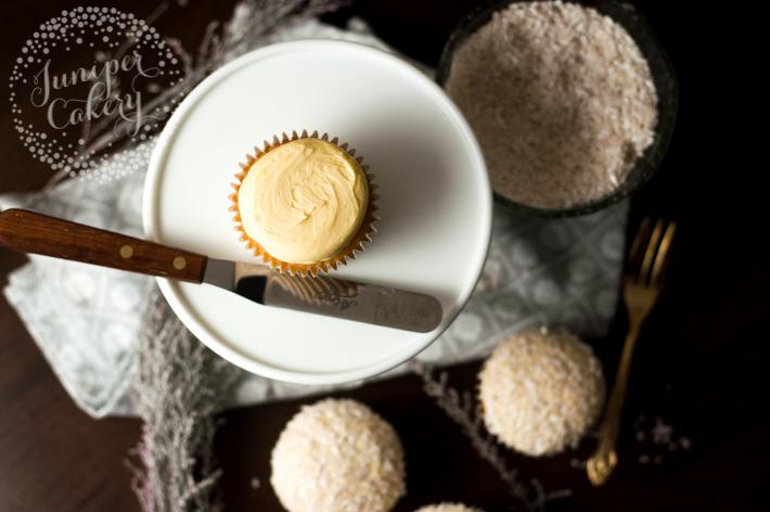 Fun and rustic Christmas cupcake tutorial