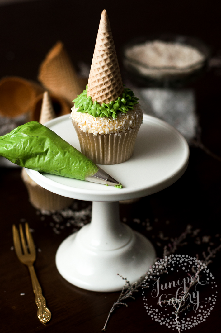 How to pipe and decorate Christmas tree cupcakes