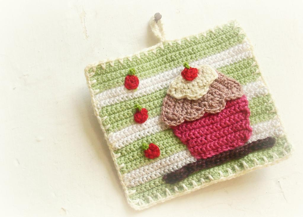 cupcake crochet potholder