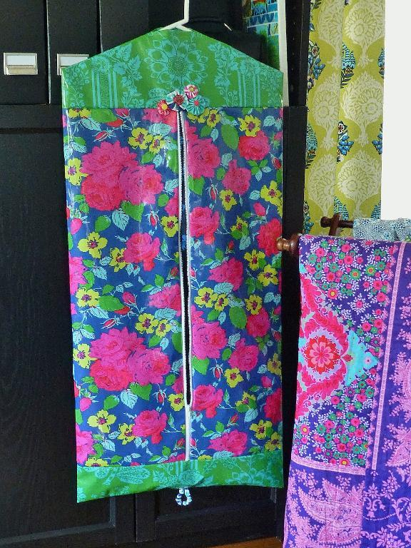 Easy Garment Bag FREE Sewing Pattern