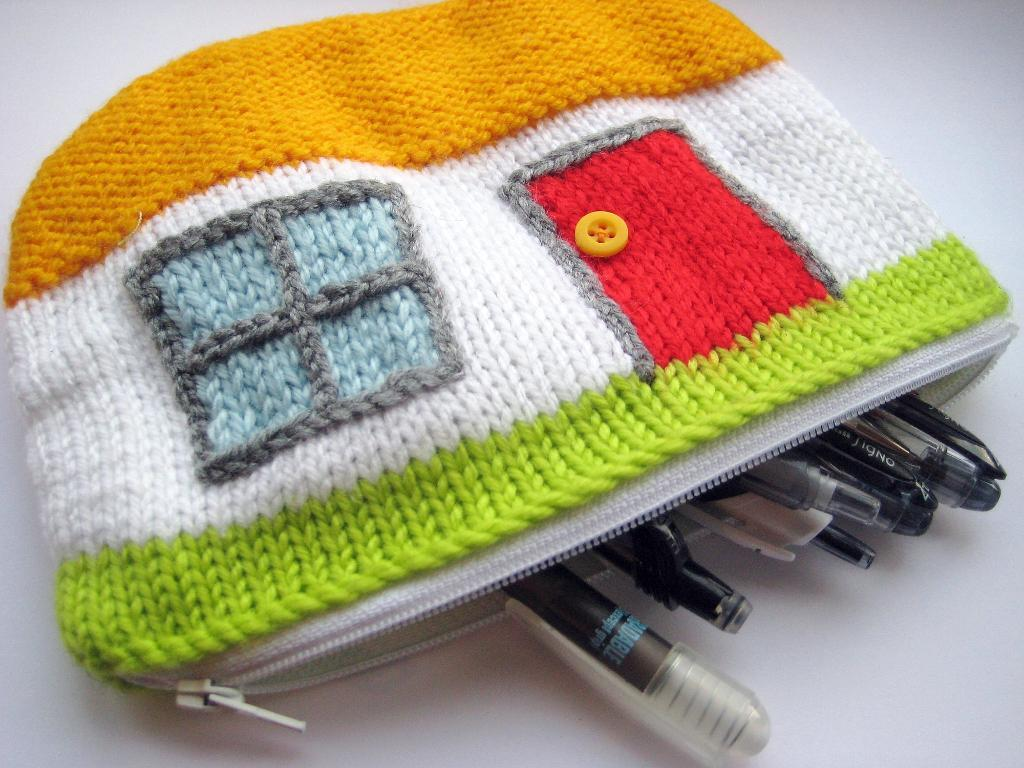 Cottage Case FREE Knitting Pattern to Use with Cheap Yarn