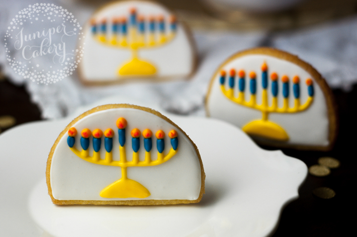 Tutorial for stand-up Menorah Hanukkah cookies