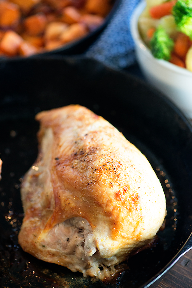 How make oven roasted chicken breasts - just 40 minutes with minimal prep and clean up! Perfect for a weeknight dinner.