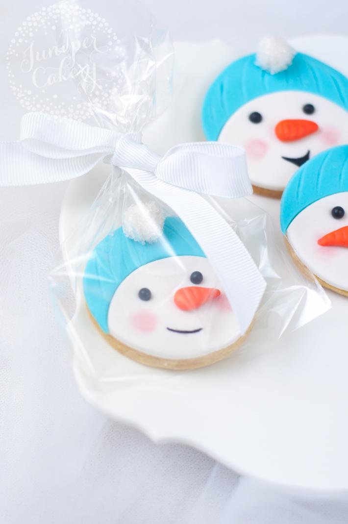 Tutorial for cute snowman sugar cookies