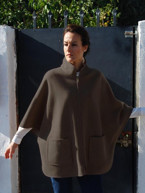 Cape coat with zipper front