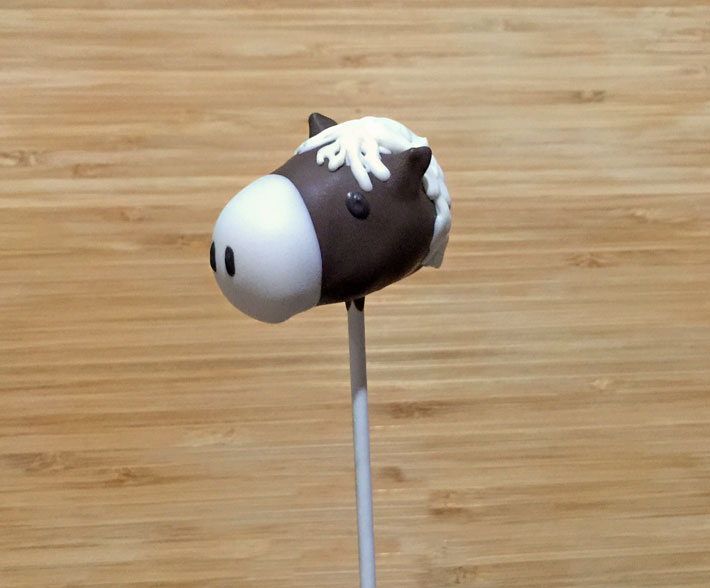 Learn how to make horse cake pops in 9 easy steps!