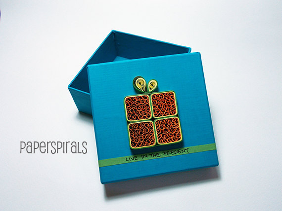 Image of quilled gift box by Paper Spirals