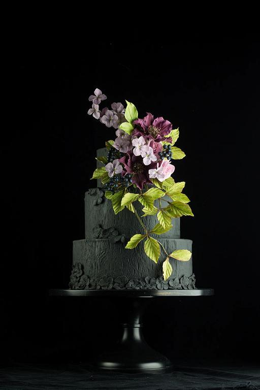 Black floral wedding cake by Bluprint member ModernLovers