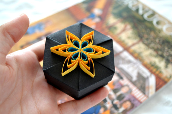 Image of quilled gift box by kagitlik