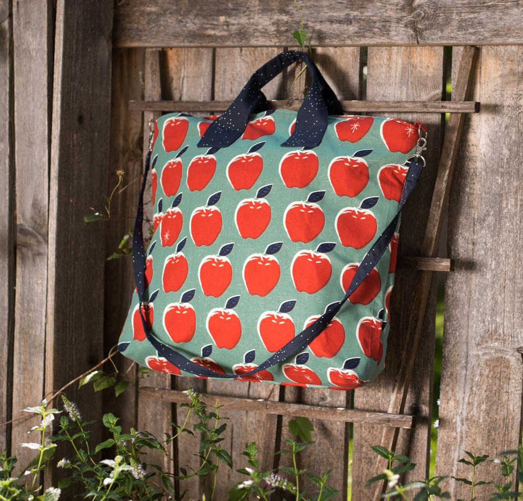 Green Bee Patterns On Holiday Tote Kit in C+S Apples fabric