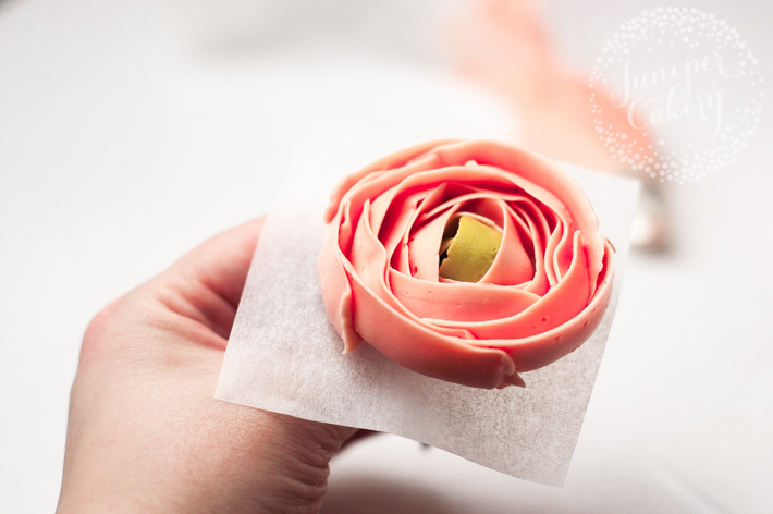 Step by step guide to making floral cupcakes with buttercream
