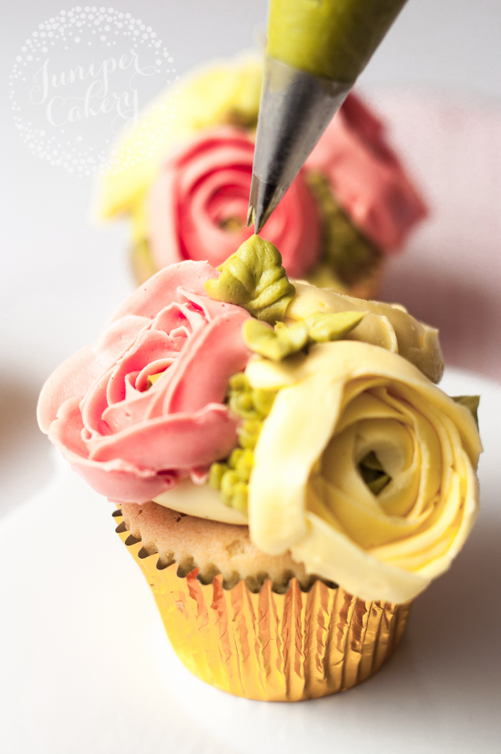 Ranunculus flower cupcake tutorial