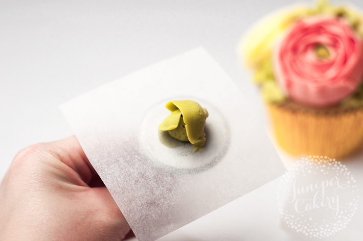 How to pipe buttercream flower cupcakes