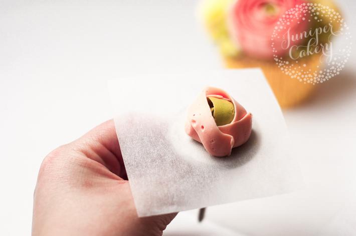 Buttercream ranunculus flower cupcake tutorial