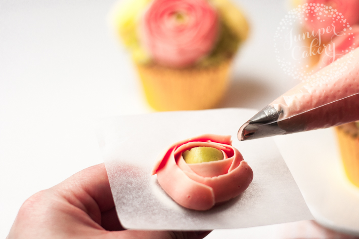 Step by step tutorial on how to pipe buttercream flower cupcakes