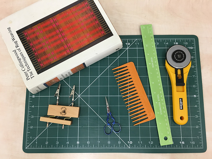 equipment for twisting fringes