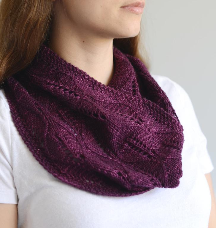 Laurel Leaf Cowl Knitting Pattern