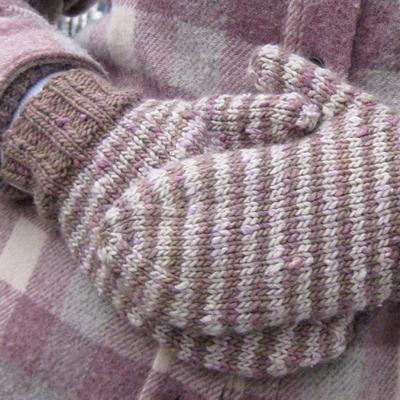 Lychee FREE Mitten Knitting Pattern