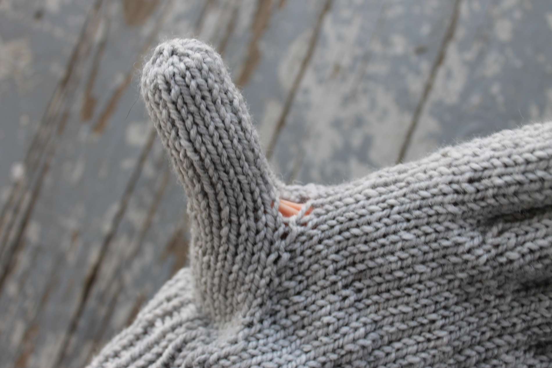 Holes that appear when knitting gloves